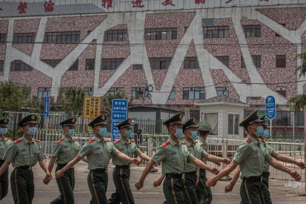 Nuevo brote en principal mercado de Pekín enciende alarmas en China