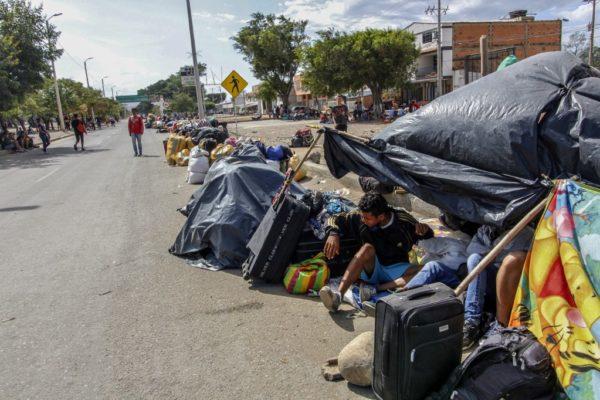 Migrantes venezolanos varados en campamento de Bogotá por pandemia