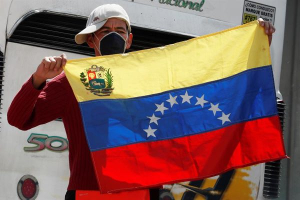 Claves | ¿Por qué el Covid-19 en Venezuela se ensaña con los más jóvenes?
