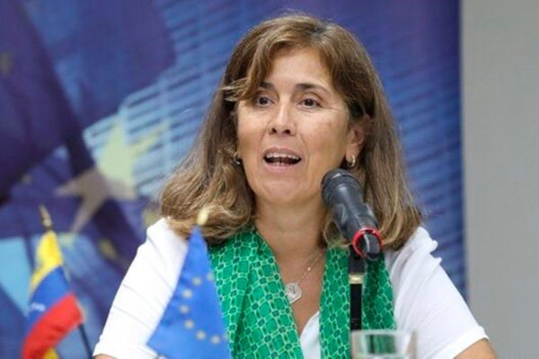 Cancelación de vuelos retrasa expulsión de embajadora de la UE en Venezuela hasta el #04Jul