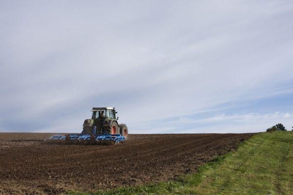 Retroceso de medio siglo: Agricultores piden eliminación de impuestos a insumos y bienes de capital