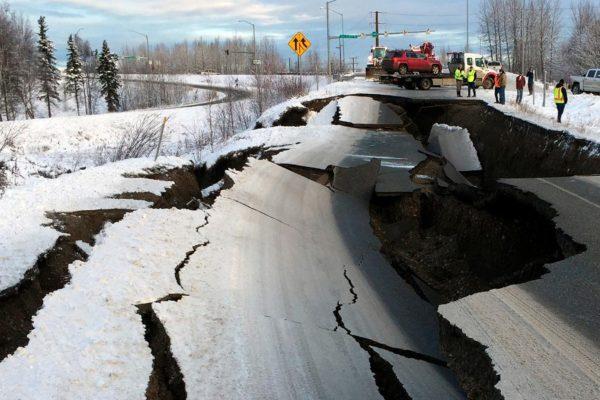 Un terremoto de 7,8 en las costas de Alaska provocó una alerta de tsunami