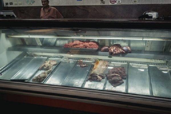 Crisis dispara comercio informal de carne y déficit de consumo de proteínas llega a 65%