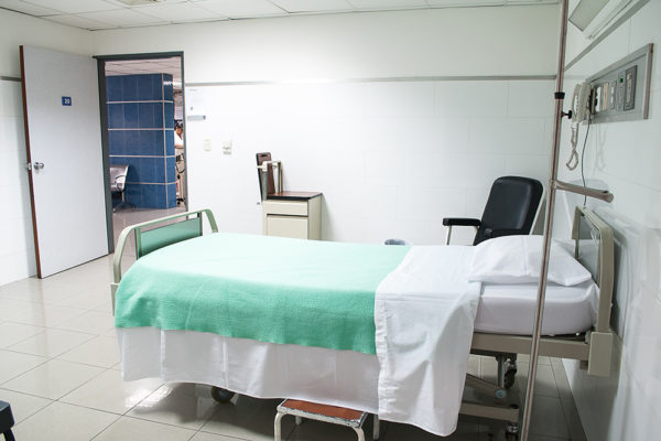 Gobierno establece lista de tarifas de servicios médicos para pacientes con COVID-19