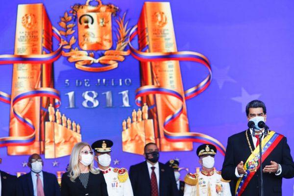 Maduro ascendió en un solo acto a 1.176 generales y almirantes