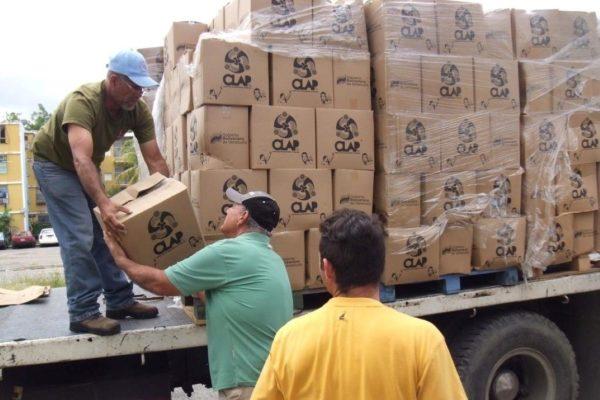 Datos | Escasez de diésel paraliza 83% del transporte de carga y derrumba cobertura de las CLAPs