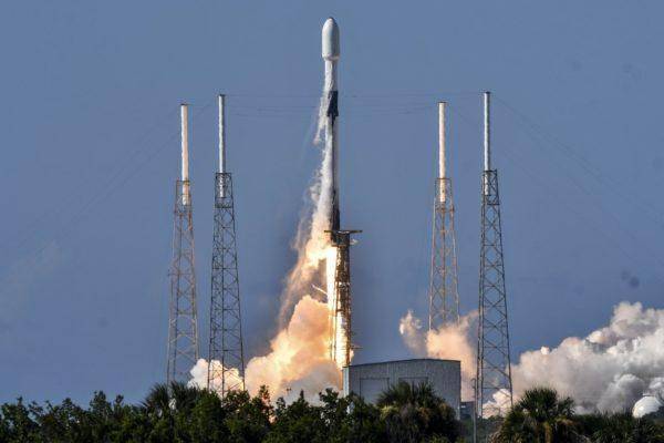 SpaceX lanzó al espacio el satélite militar surcoreano ANASIS-II