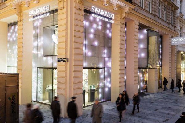 La pandemia obliga a Swarovski a cerrar el 25% de sus tiendas en el mundo