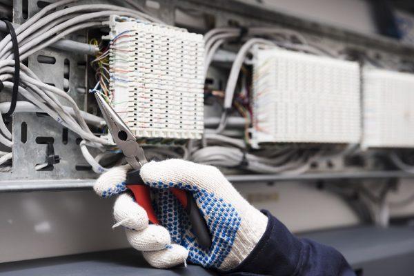 «Bajones» de electricidad pueden ocasionar pérdidas de datos a empresas