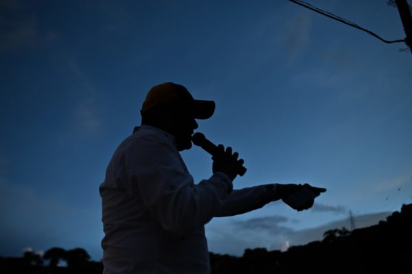 Una voz en el tejado anima la zona de Caracas más castigada por #Covid19