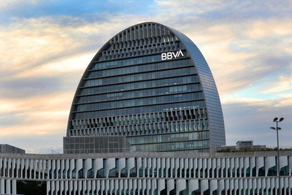 BBVA reduce casi 900 empleos en España tras la pandemia de coronavirus