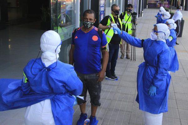Viajeros internacionales sin prueba PCR podrán tomarla al llegar a Colombia
