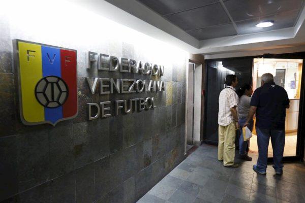 Contraloría ordena congelar cuentas bancarias del presidente de la FVF