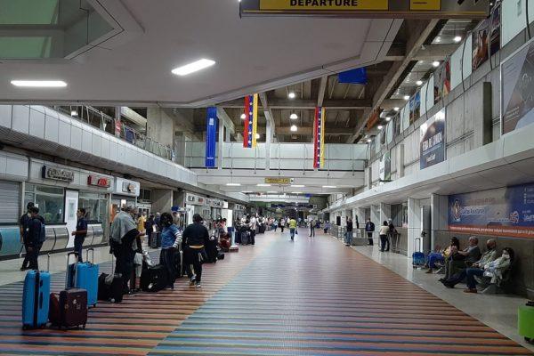 UE repatrió a 139 europeos varados desde Venezuela