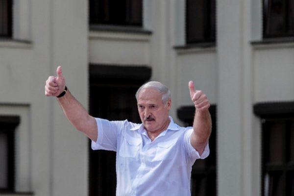 Bielorrusia: Lukashenko se radicaliza mientras multitudes le piden que se vaya