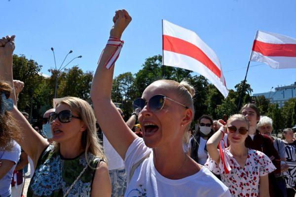 Escalan protestas en Bielorrusia y Lukashenko anuncia nueva Constitución