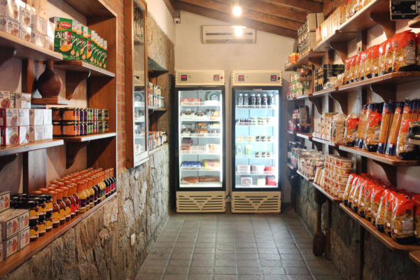 Comerciantes de La Guaira denuncian que los bodegones «son una política de Estado»