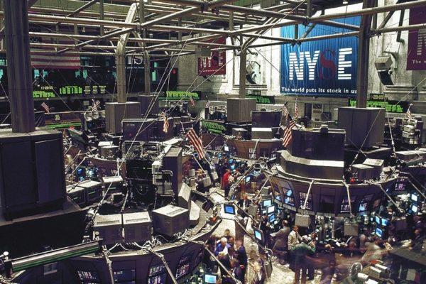 Bolsa de Nueva York se recupera al cierre y termina mejor semana desde abril