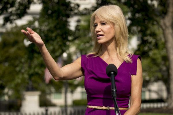 La asesora de Trump Kellyanne Conway anuncia que deja la Casa Blanca