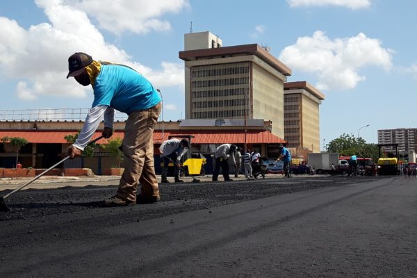 Gobernador del Zulia anuncia reestructuración del Mercado «Las Pulgas»