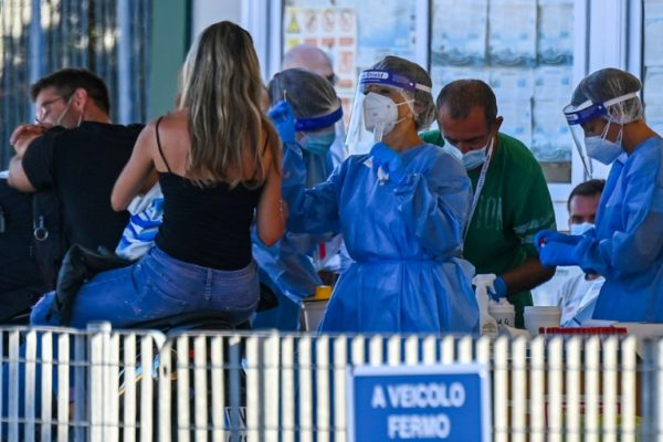 Las restricciones se endurecen: Crece temor a segunda ola de la pandemia en el mundo