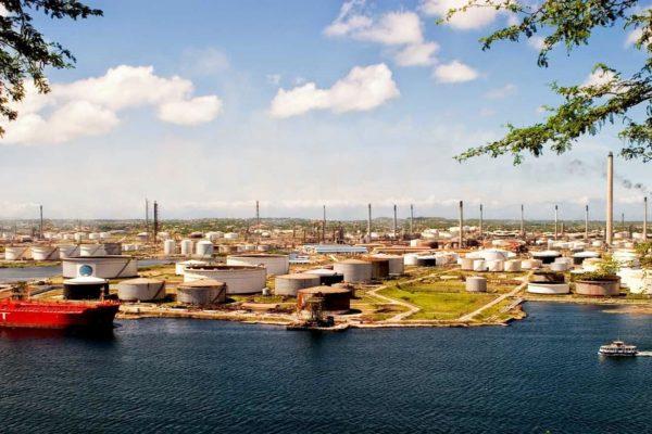 Refinería de Curazao llega a acuerdo con petrolera SPS para almacenar crudo en su terminal