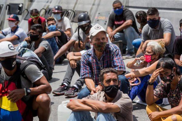 Venezuela vive segunda ola de contagios con riesgo de colapsos sanitario y económico