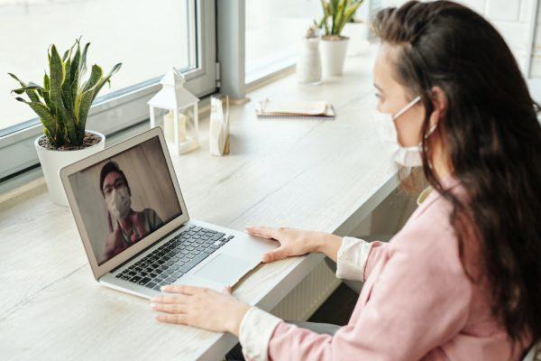 Estudio: ¿Por qué Zoom o Skype no sustituirán a los viajes de negocios?