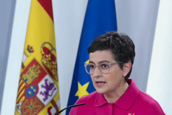 Ministra de Exteriores española pide a Maduro trato respetuoso en la relación
