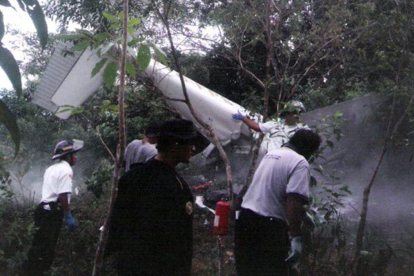 Suman cuatro muertos por accidente de avión con droga de Venezuela en Guatemala