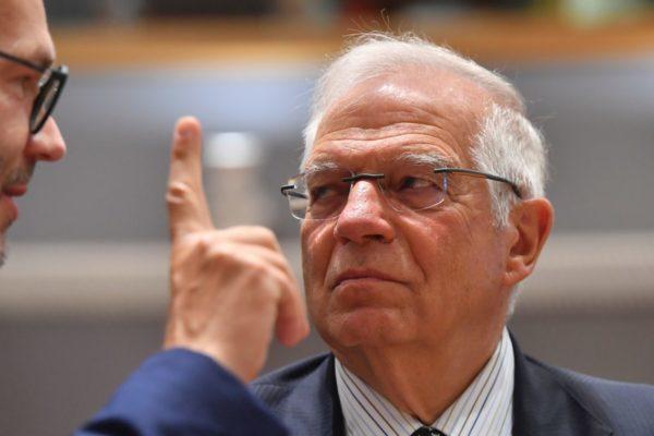 Borrell indigna a la diplomacia europea al abrazar la