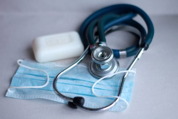 Se mantiene promedio inferior a 400 casos diarios y el país se acerca a 99.000 contagios de covid-19