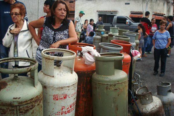 Insólito: diputado denuncia que en Aragua pagan hasta 40 dólares por una bombona de gas
