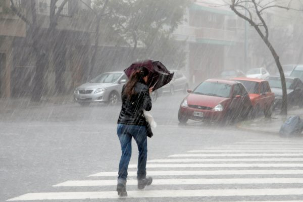 Alerta en La Guaira por fuertes lluvias que causan apagones, deslizamientos e inundaciones
