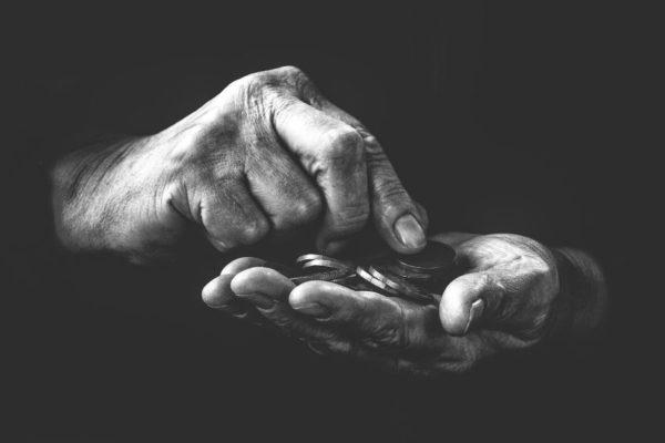 Banco Mundial dice que covid ha «empujado» a 100 millones a pobreza extrema