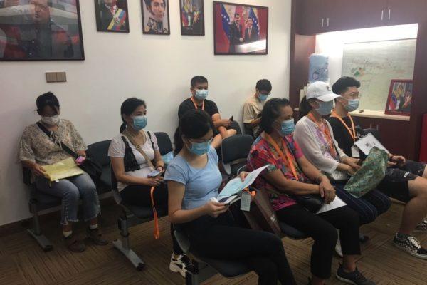 Entregan prórrogas y pasaportes a la «comunidad venezolana» en China