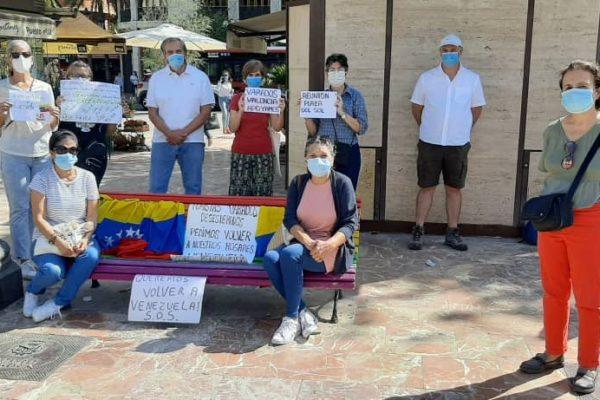 Venezolanos varados en España protestan para exigir otro vuelo humanitario