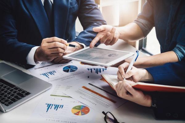 Conindustria firma convenio con WOKI Consulting para fortalecer servicios de consultoría empresarial online