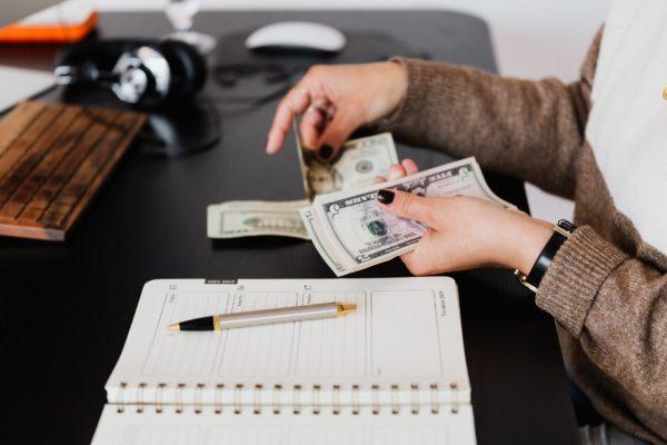 Para hacerte cargo de tu situación financiera: Estas son las 7 formas de atraer el dinero