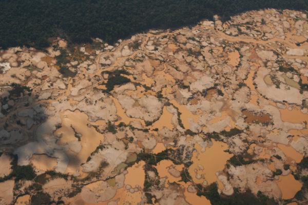 Estudio revela que minería afecta el 31% del territorio indígena de la Amazonía