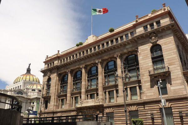 Banco de México prevé una recuperación económica «difícil» por la pandemia