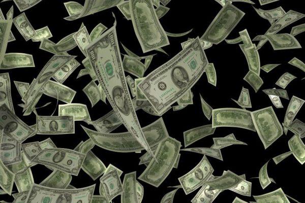 Dólar paralelo aceleró el pasó y aumentó 4,08% desde el viernes para cerrar en Bs.1.720.185,27