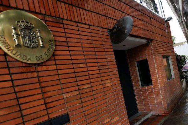 Piden garantizar seguridad de personal de la embajada de España en Caracas