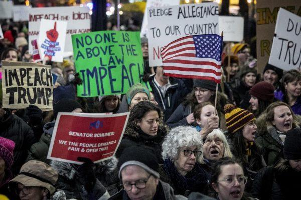 Manifestantes se preparan ante la posibilidad de que Trump rechace el veredicto de las urnas
