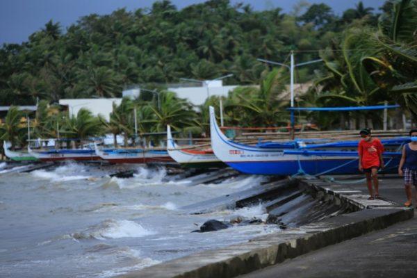 Filipinas evacua a casi un millón de personas ante la llegada del tifón Goni