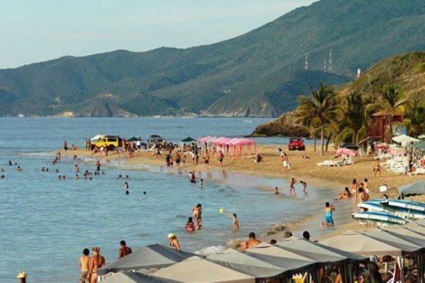 Prevén flujo alto de turistas en Margarita durante flexibilización navideña