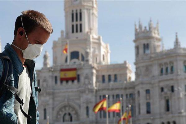 Nuevas restricciones en Madrid mientras el gobierno español estudia estado de alarma