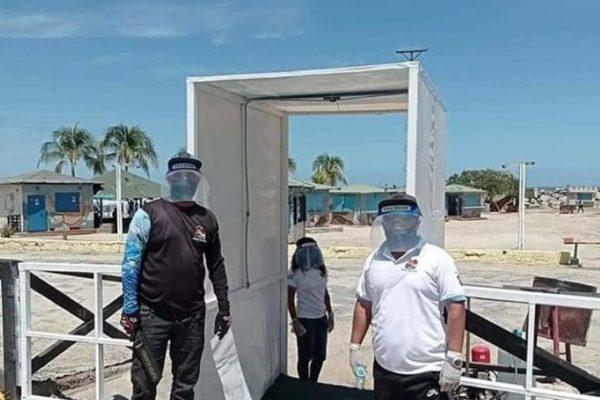 Datos | Limitan cupo de bañistas y habilitan cabinas de desinfección en playas de La Guaira