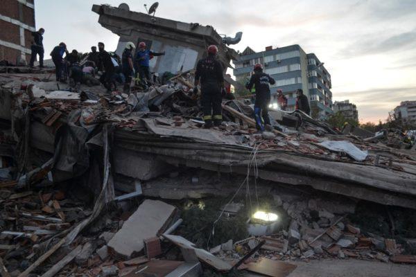 Al menos 14 muertos en Grecia y Turquía tras fuerte terremoto