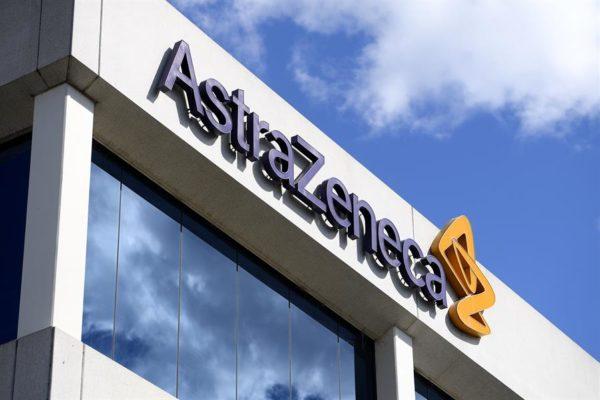 AstraZeneca cedió su patente para acelerar la fabricación de vacunas anticovid-19